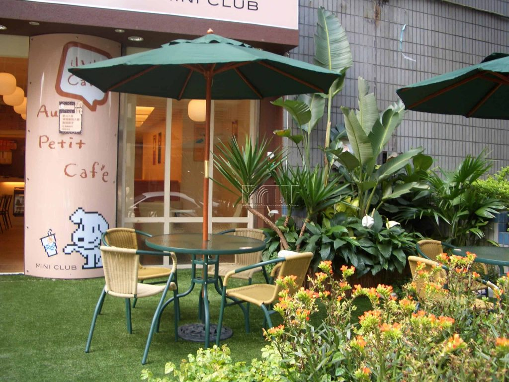 Coffee shop artificial turf landscape