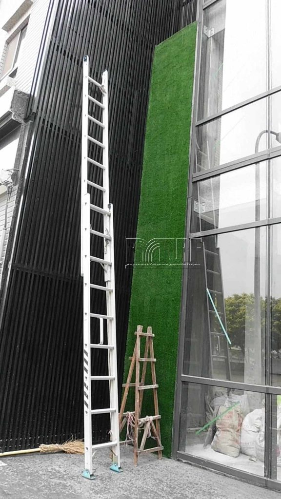 Facade welcome wall artificial grass